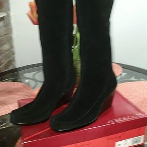 NWOT. AEROSOLE TALL SHAFT BOOTS